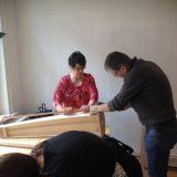 Teamwork beim Harfenbau